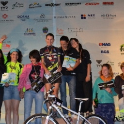 Smart Atletic - Fara Asfalt podium fete - sursa Biciclistul.ro